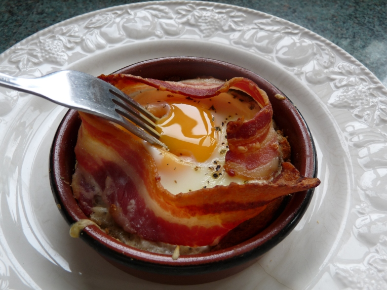 baked eggs with bacon1