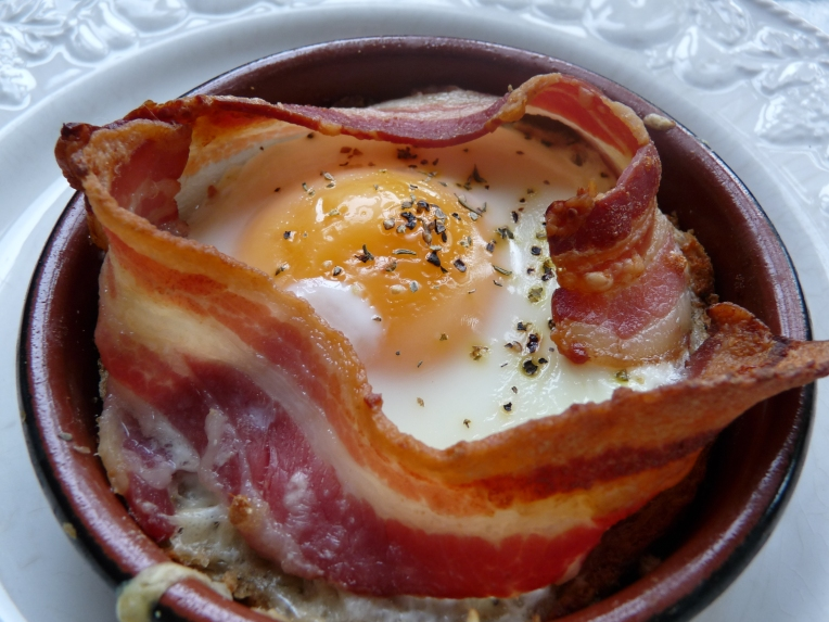 baked eggs with bacon2